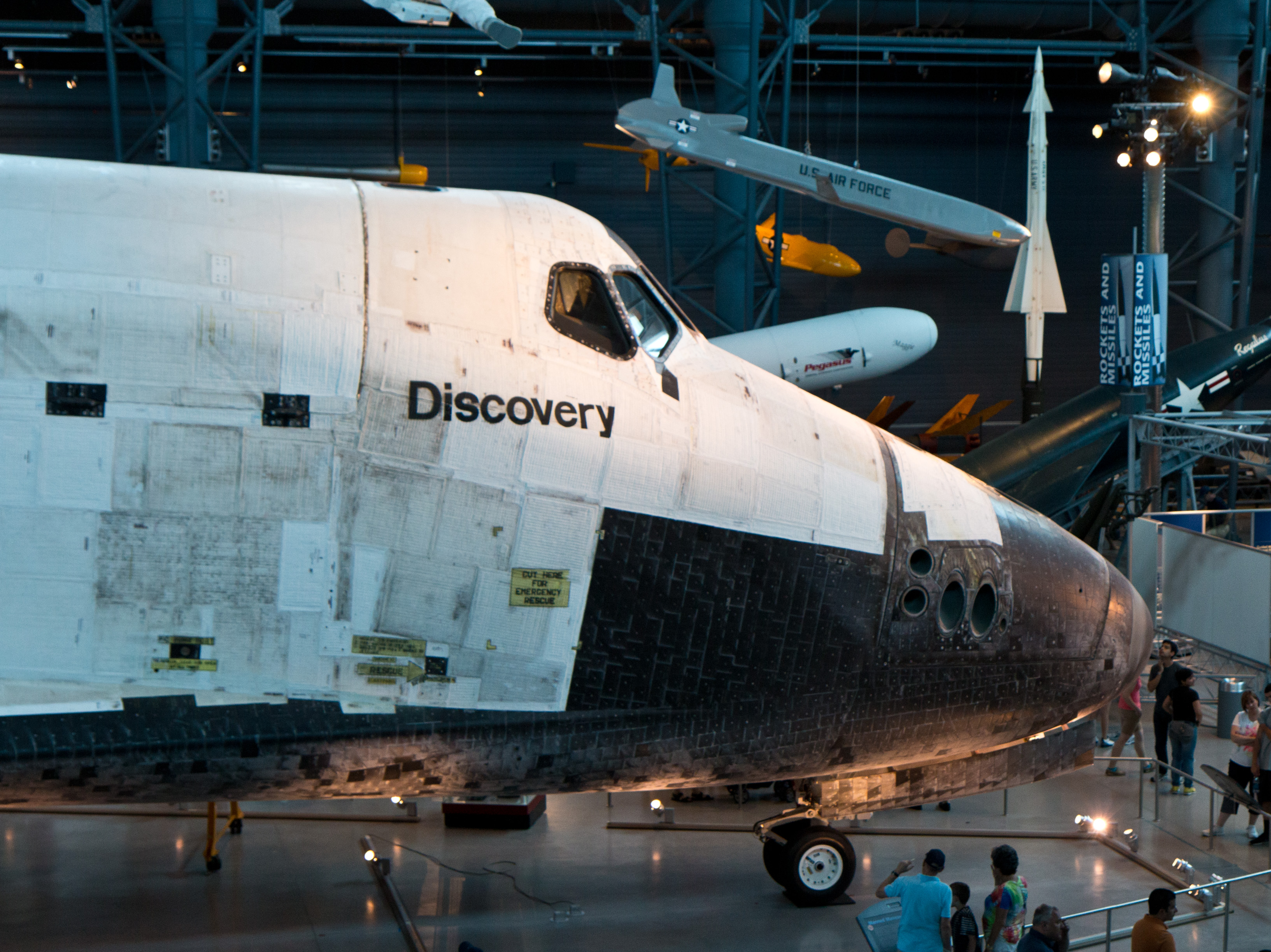 space shuttle discovery blow up - photo #45